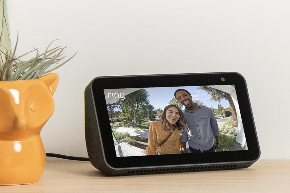 Amazon Echo Show 5 showing couple on Ring doorbell camera