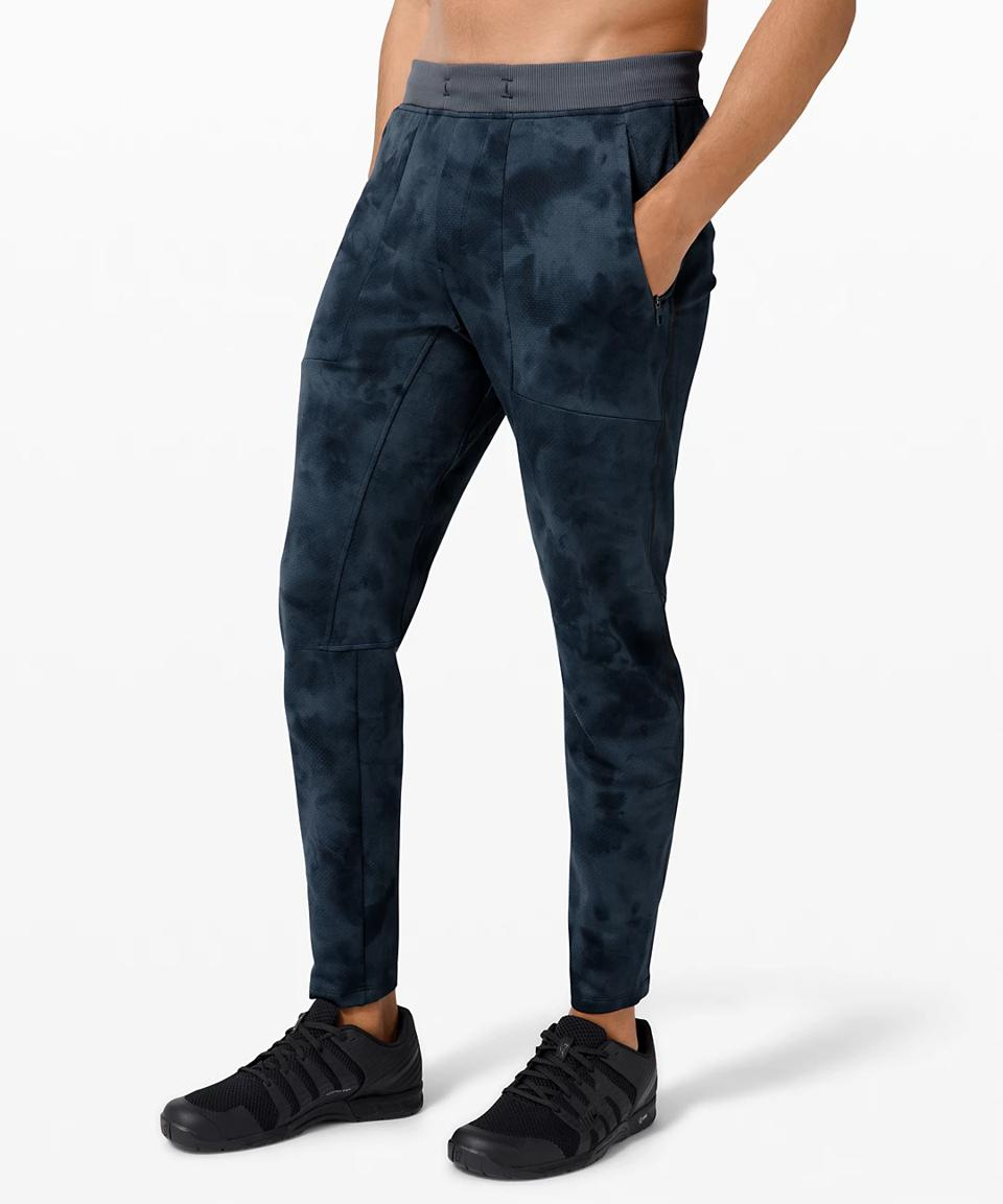 Textured Tech Pant 29″  in blue cloud.