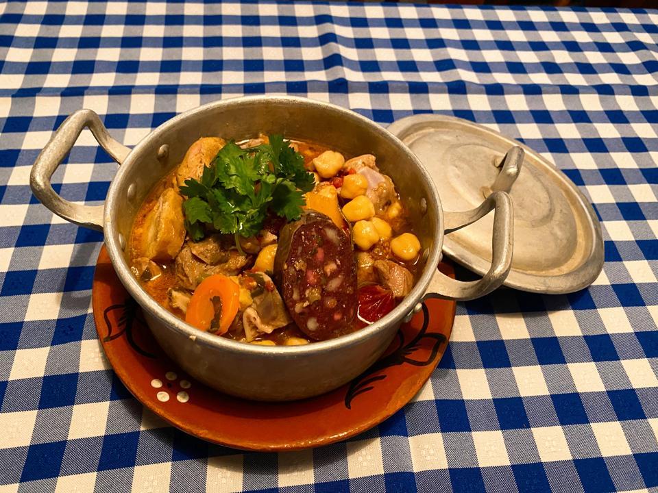 The restaurants Taberna da Rua das Flores in Lisbon offers cozida portuguesa for delivery