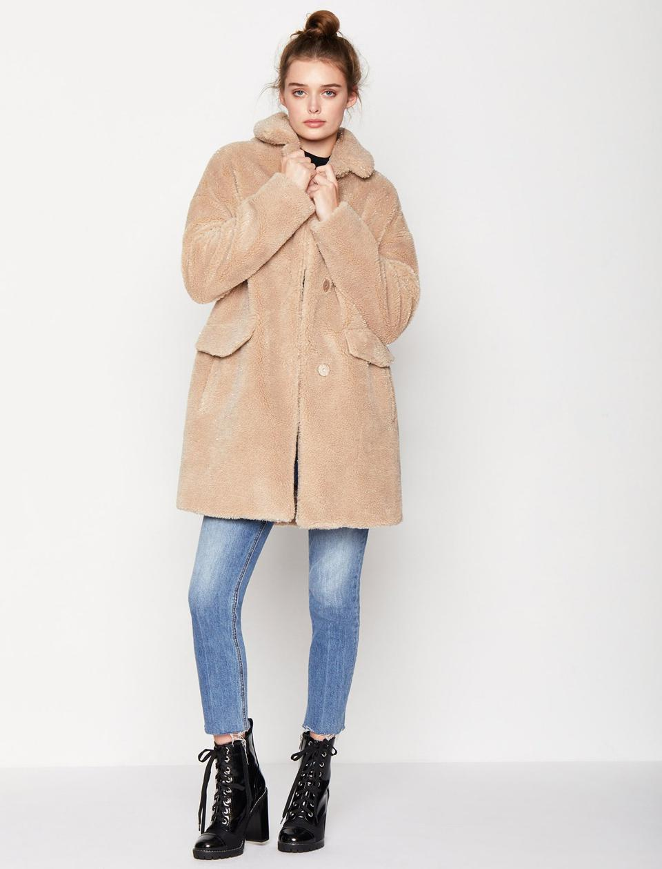 BCBGeneration's Oversized Faux Fur Coat in the color Cream Lurex is 100% polyester, an oversized silhouette and finished with two front pockets.