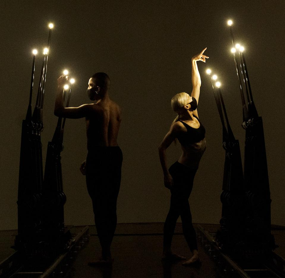 """""""No One is an Island"""" by Random International, Superblue, Studio Wayne McGregor with dancers Jacob O'Connell and Rebecca Bassett-Graham"""