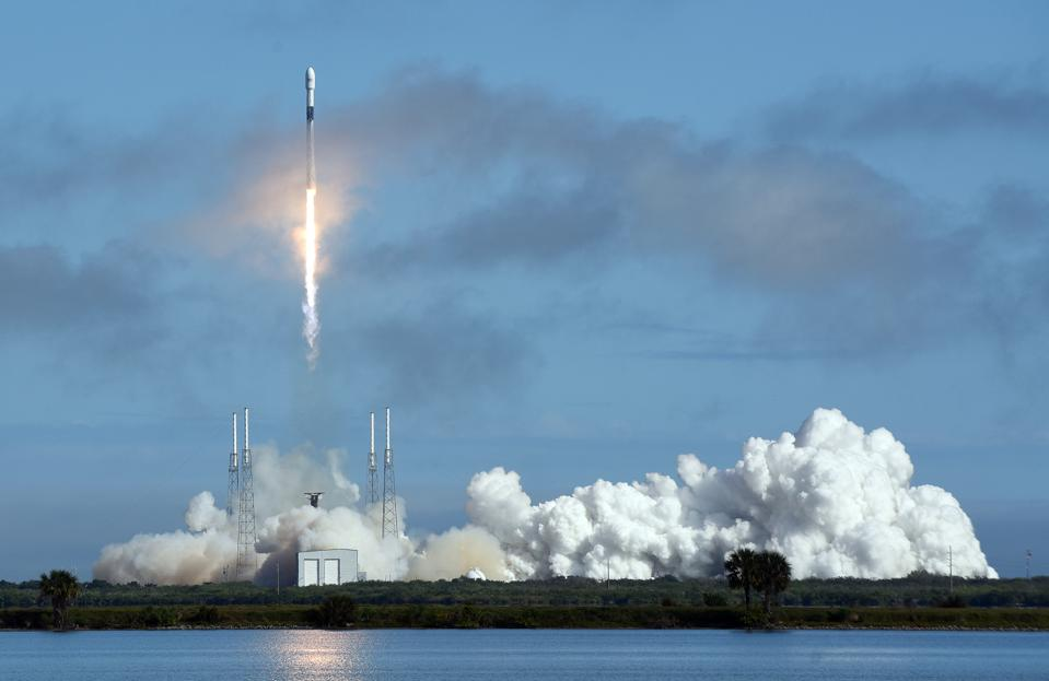A SpaceX Falcon 9 rocket carrying 60 Starlink satellites ...