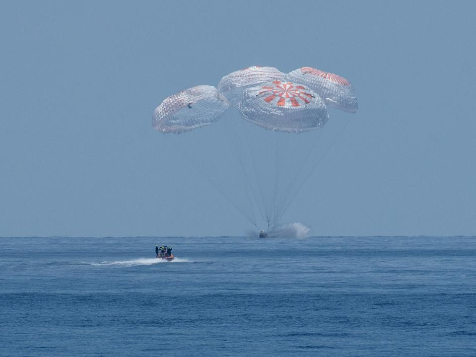 Dragon Capsule returns to Earth from the International Space Station
