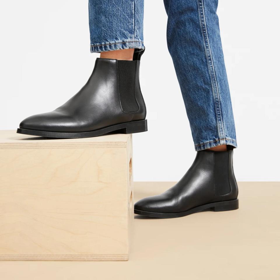 Black Everlane chelsea boots.