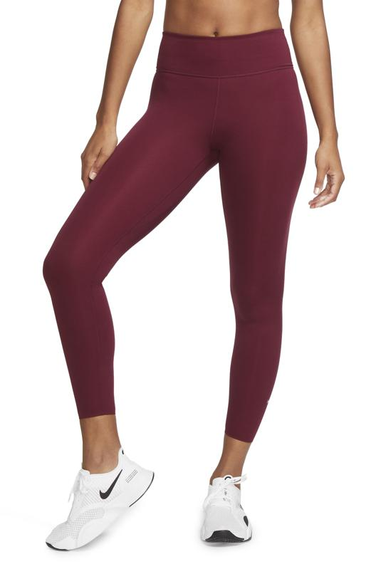 Maroon Nike leggings.