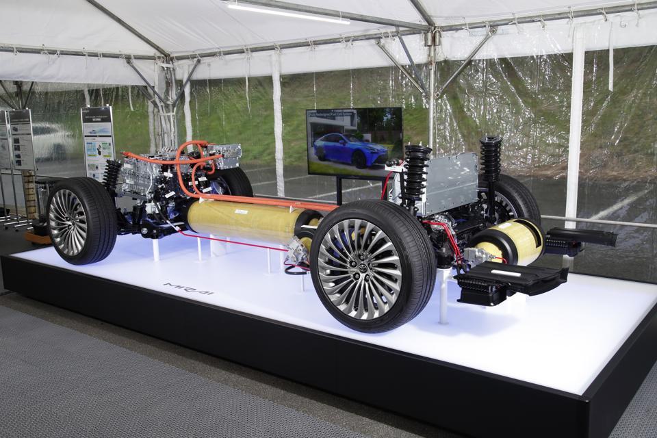 Toyota Mirai 2021 hydrogen fuel cell drivetrain