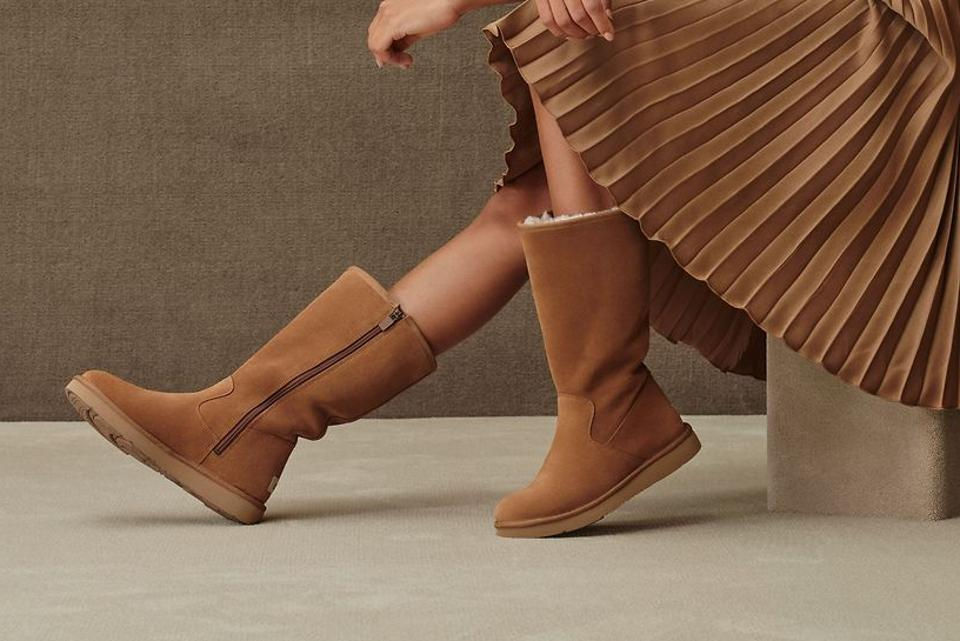 Ugg model in The Alber boots