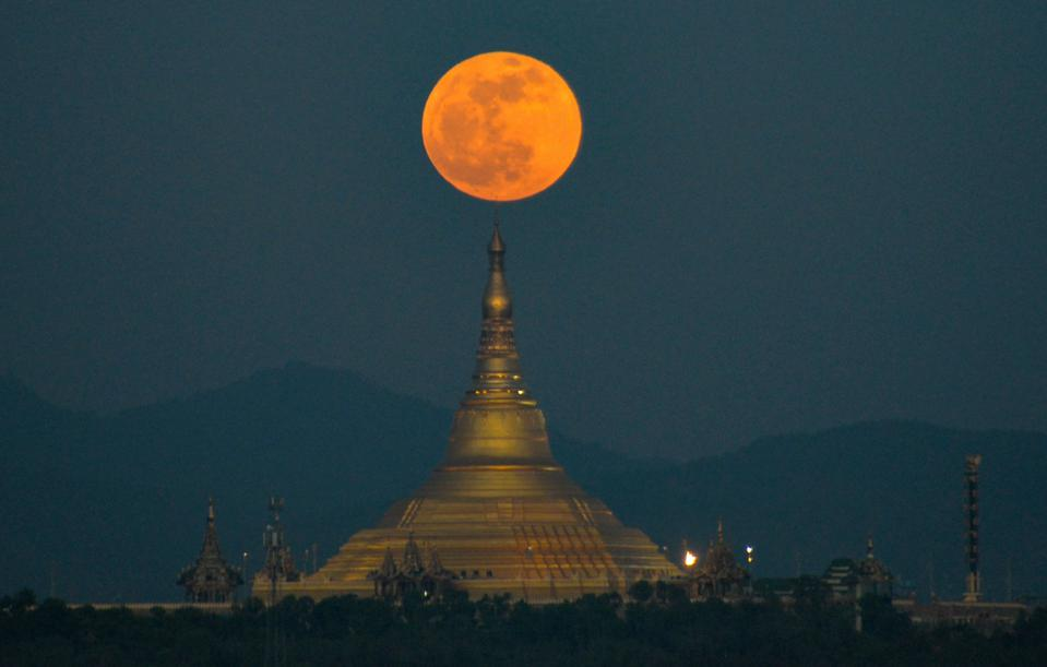 Full moon TOPSHOT-MYANMAR-ASTRONOMY
