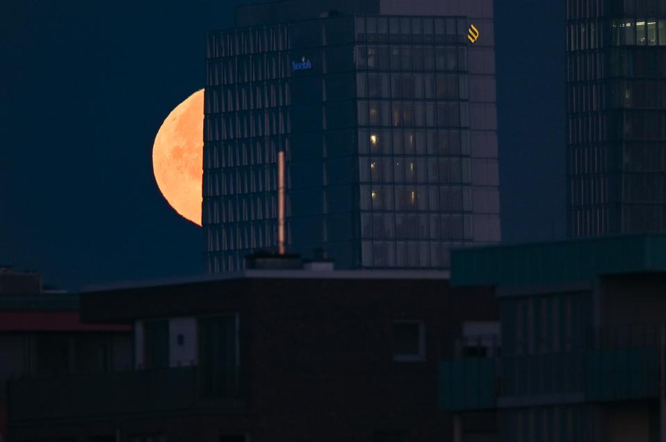 Full moon Morning in Frankfurt am Main