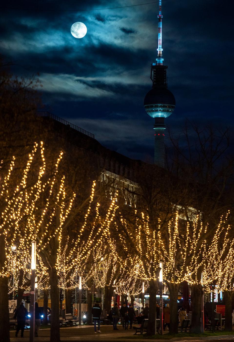 Full moon in GERMANY-CHRISTMAS