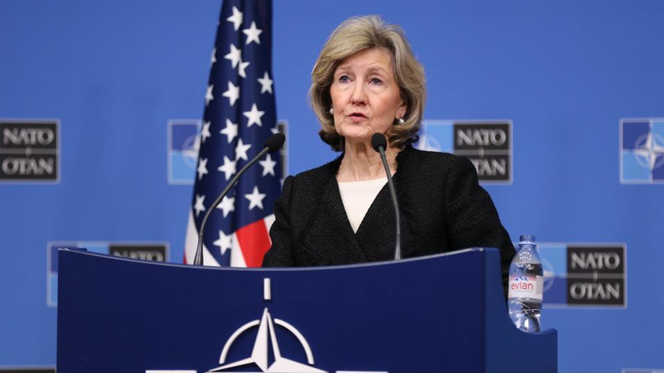 Représentant permanent des États-Unis auprès de l'OTAN Kay Bailey Hutchison ...