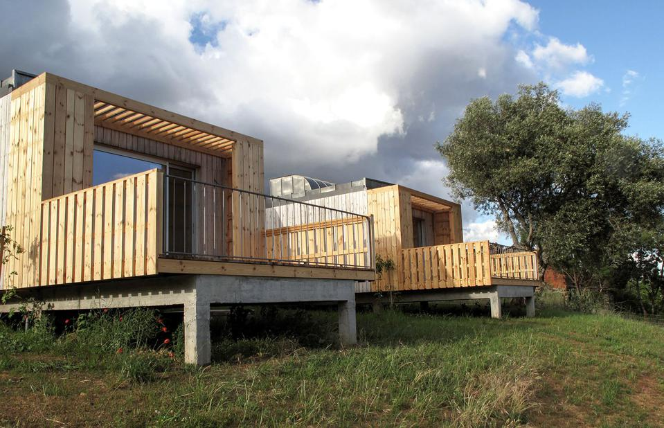 The cabins in Montesinho, Portugal, has a modern architectural style and light wood.