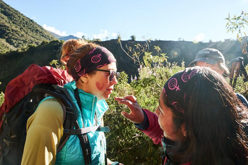 women traveling peru