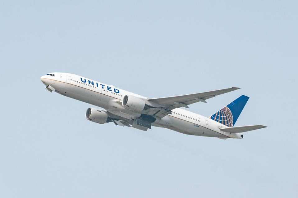 United Airlines 777-200 Pfizer BioNTech vaccine airlift