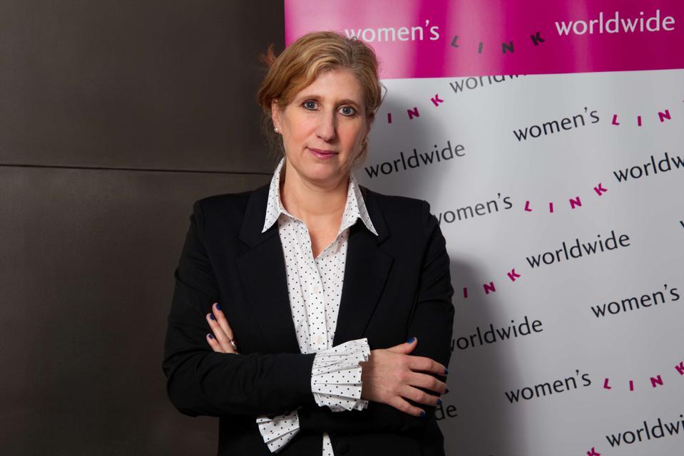Portrait of Viviana Waisman in front of Women's Link banner