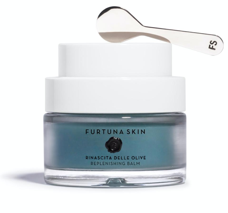 With Furtuna Skin's Replenishing Balm, ancient medicinal flowers power the intensive soothing complex, resuscitating a depleted complexion and restoring skin's radiant glow.