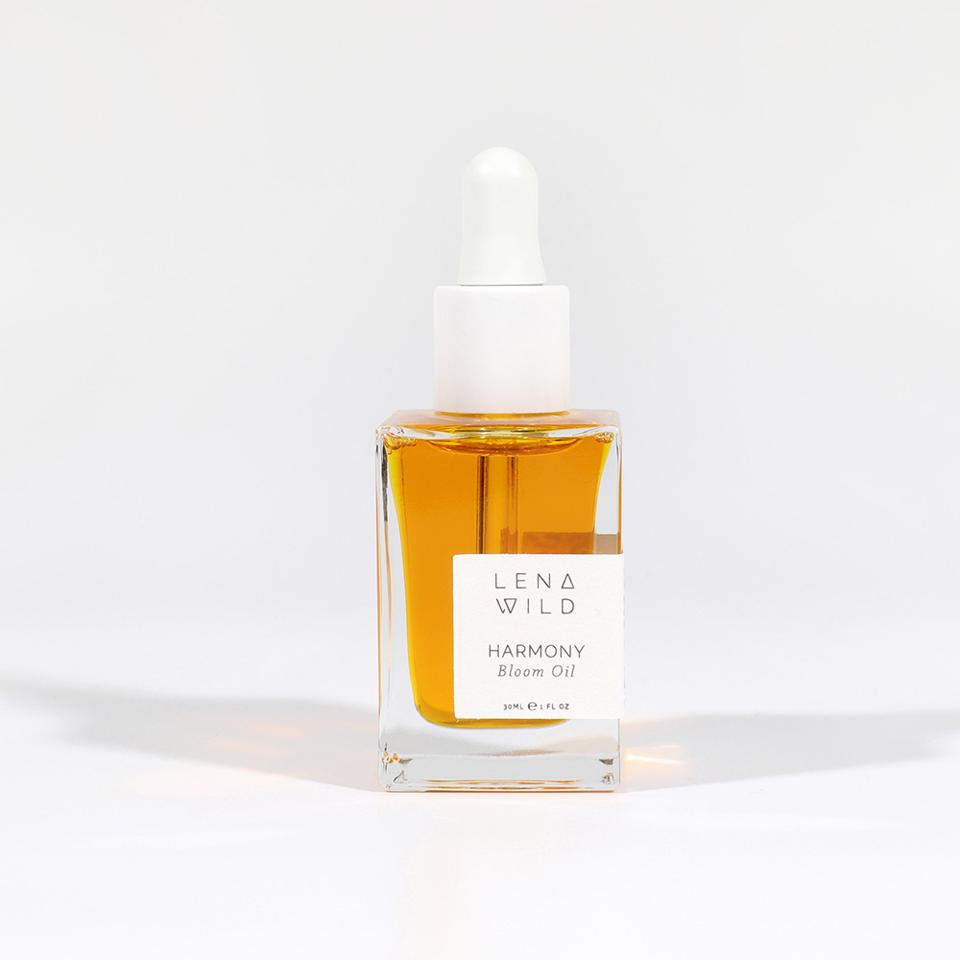 This Lena Wild Harmony Bloom Oil oil is carefully formulated with skin-clearing essential fatty acids and powerful antioxidants to fight the oxidative damage.  This lightweight, nutrient-rich formula leaves skin feeling soft, supple and helps promote its true radiance.