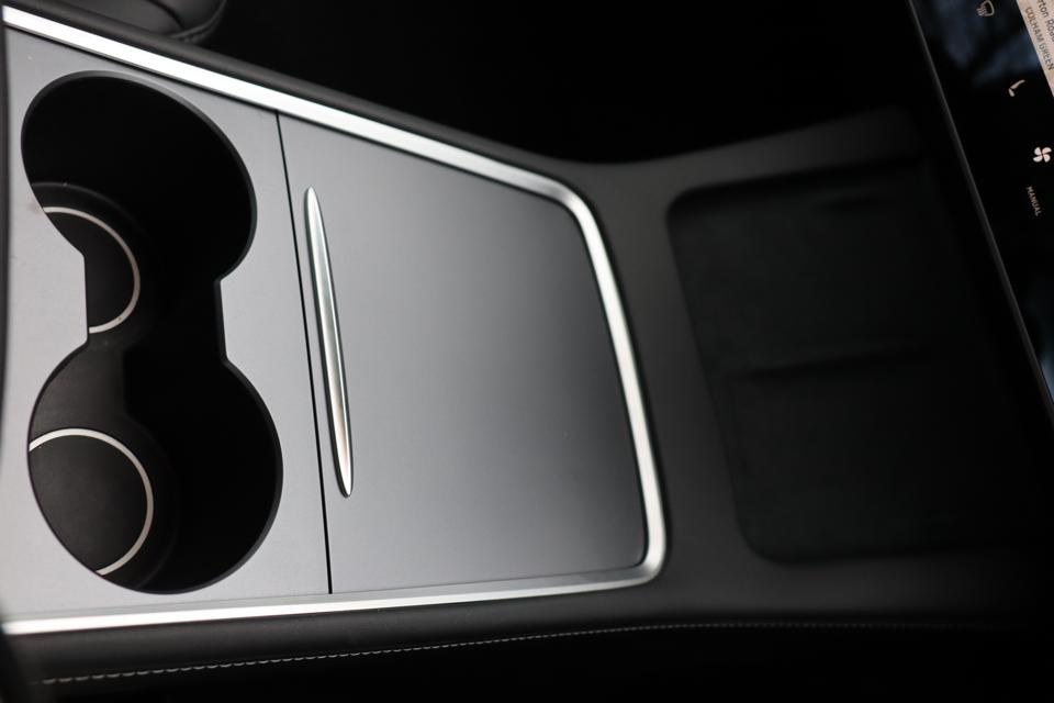 2021 Tesla Model 3 central console
