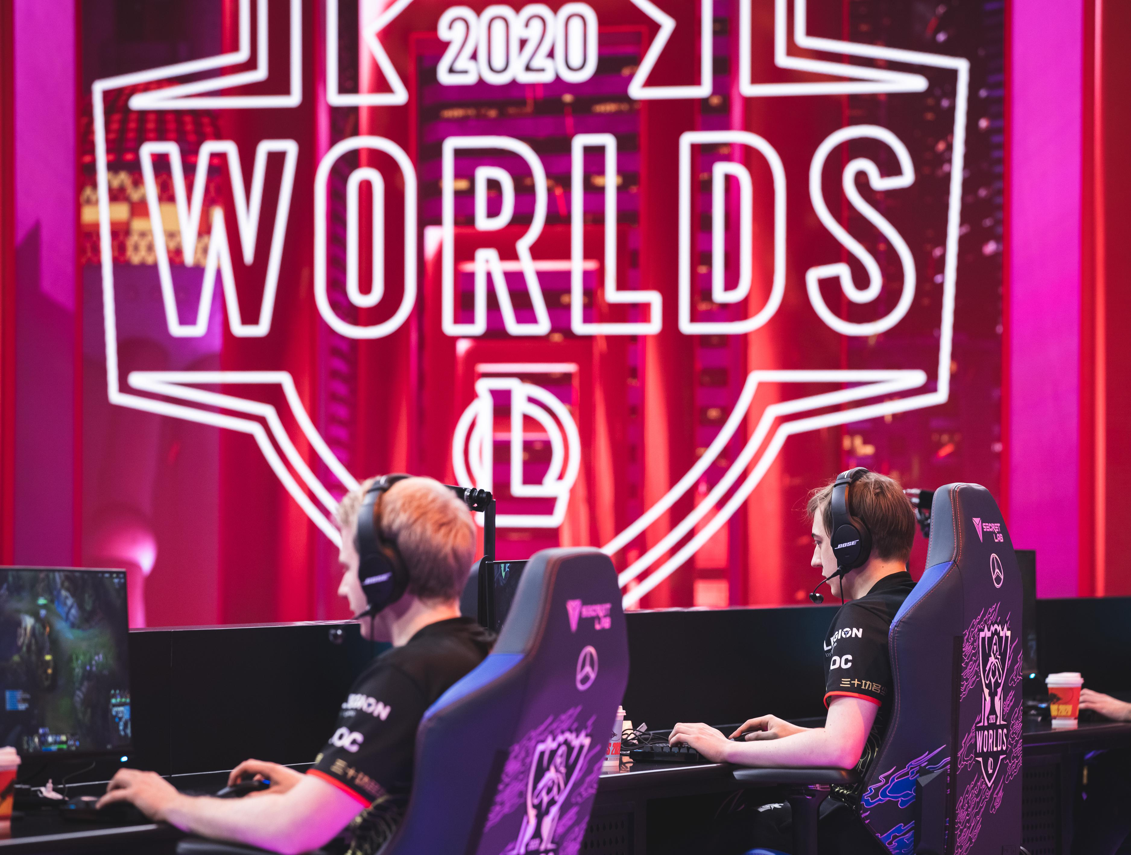 SHANGHAI, CHINA - OCTOBER 24: Rasmus Winther aka Caps and Marcin Jankowski aka Jankos(left) of G2 Esports react during the game between DAMWON Gaming and G2 Esports on Day 1 of the League of Legends 2020 Worlds Semi Finals at SMT studio on October 24, 2020 in Shanghai, China. (Photo by Yicun Liu/Riot Games/Riot Games Inc. via Getty Images)