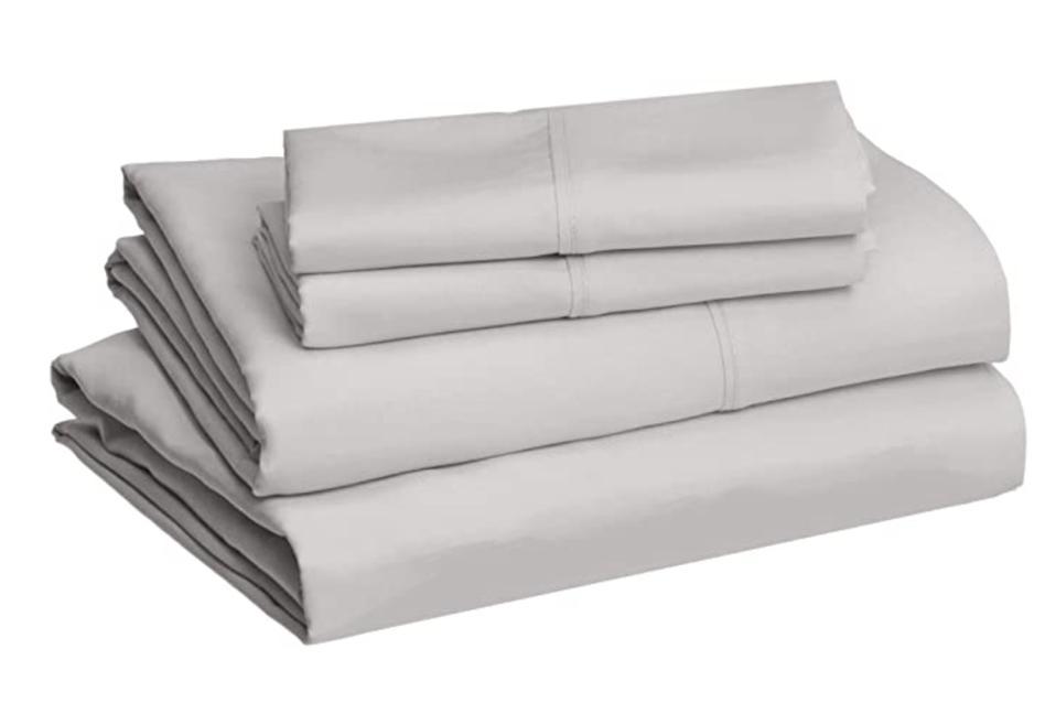 AmazonBasics Lightweight Super Soft Easy Care Microfiber Sheet Set with 16″ Deep Pockets - Gray