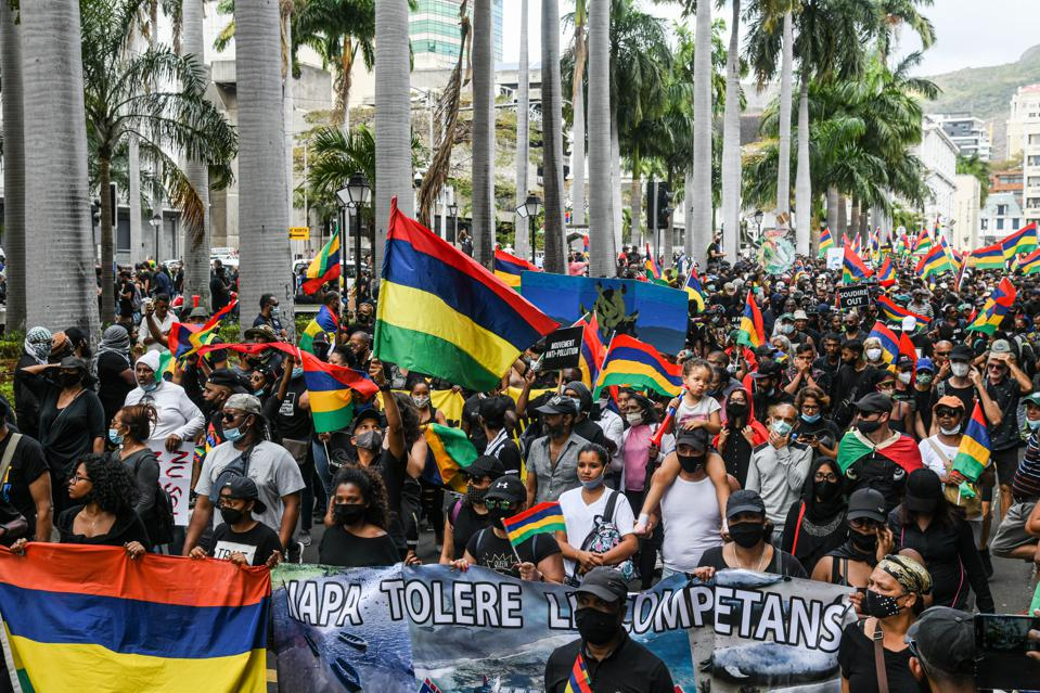 The cover up of the oil spill response triggered unprecedented popular protests of over 100.000 on the streets of the capital of Mauritius on 29 August, and again two weeks later on 12 September.