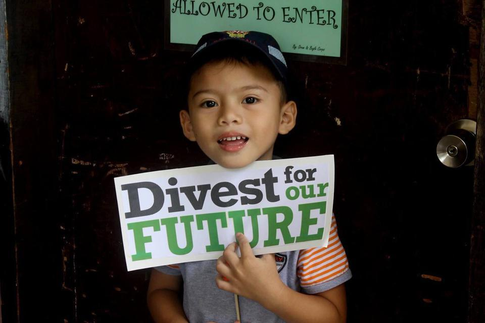 The successful global campaign on divestment from companies that support the fossil fuel industry. Seen here, Davao, Philippines, Global Week of Action on Divestment.