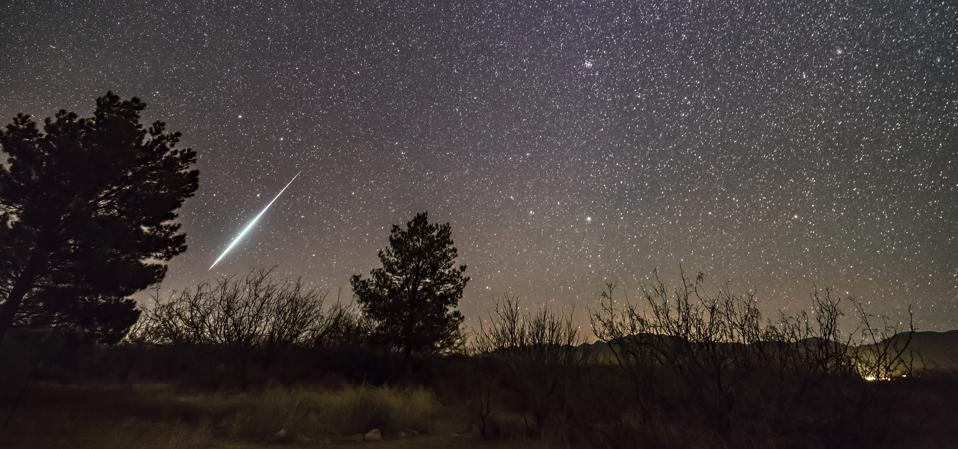 A single bright meteor from the Geminid meteor shower of December 2017.