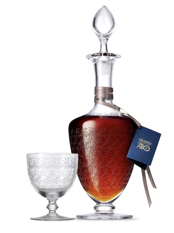 A crystal decanter and glass from Baccarat to celebrate the cognac 750.