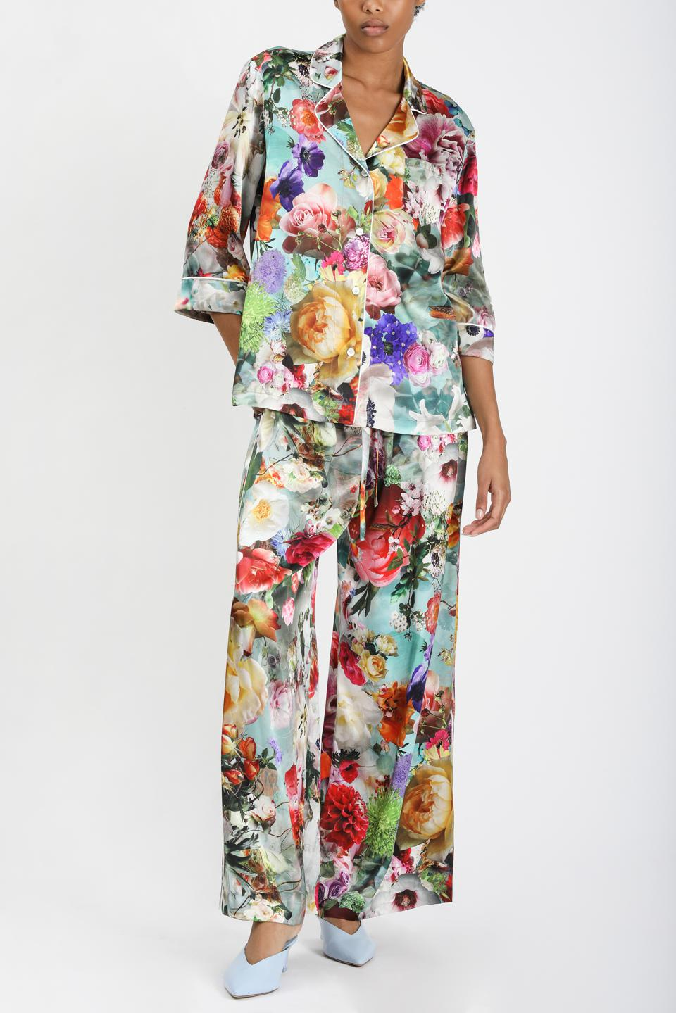 Dress up to stay in with blooming and artful floral print silk sleeper set.