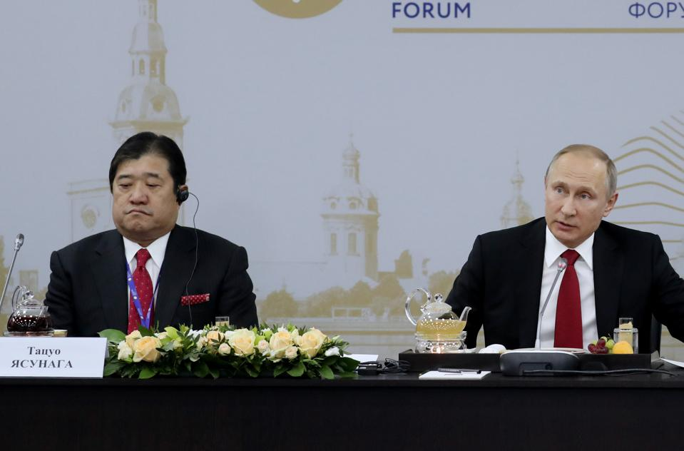 2 Jun 2017: Mitsui & Co CEO Tatsuo Yasunaga with Russian President Vladimir Putin discussing oil and gas investments in Russia