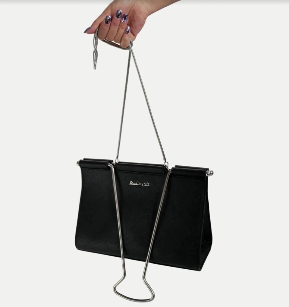 Vegan leather, zippered pocket, removable shoulder strap, loose-leaf lined interior