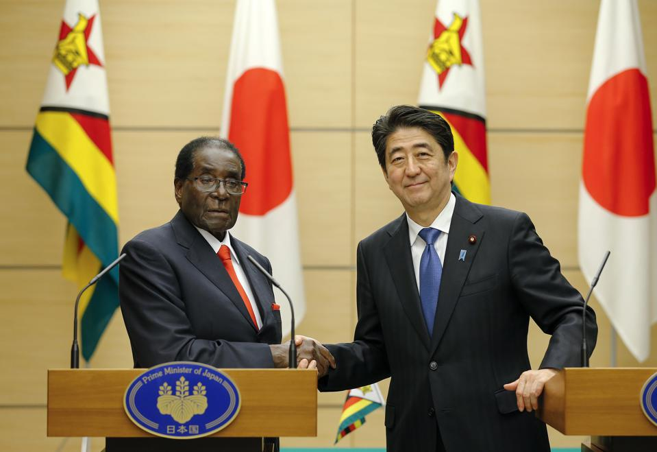 Zimbabwe's President Robert Mugabe (L) built a strong working relationship with Japan's Prime Minister Shinzo Abe.  Seen here in Tokyo on March 28, 2016.