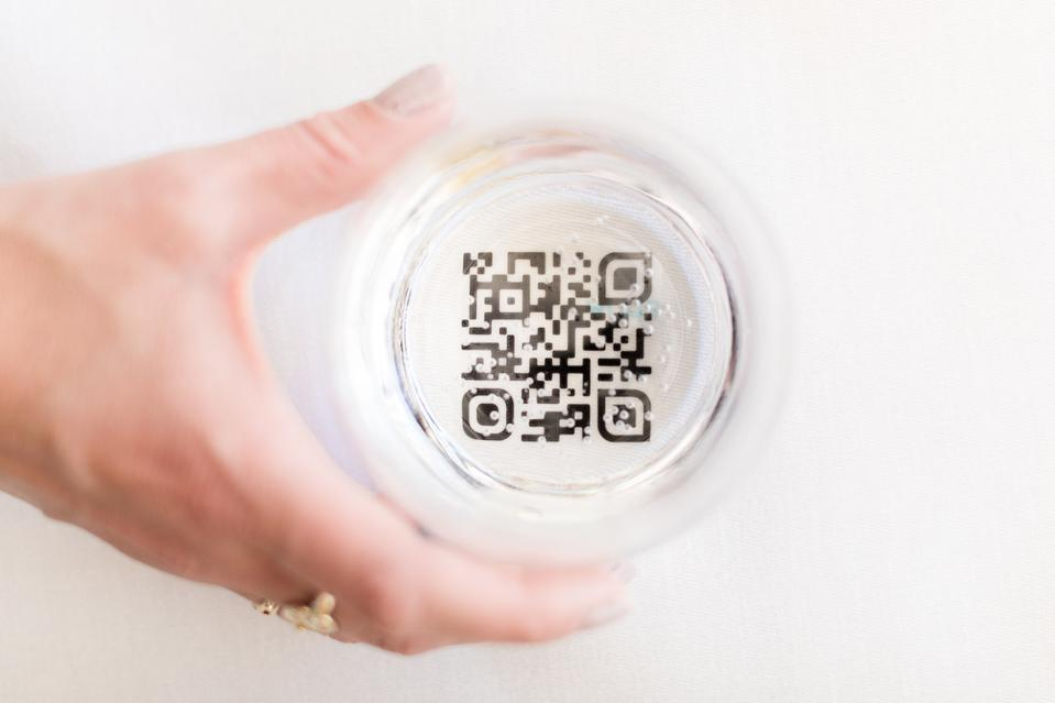 To.org's ″Customized Donor Experience″ in form of a QR code reminds and helps you to offset indulgences such as a bottle of champagne.