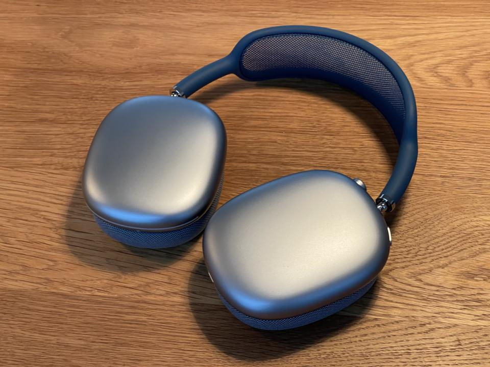 The aluminum earcups on AirPods Max.