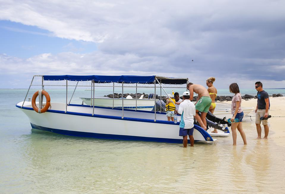 Glass bottom boat tours were very popular around Blue Bay Marine Park for their tours of the famous 1000 year old brain coral