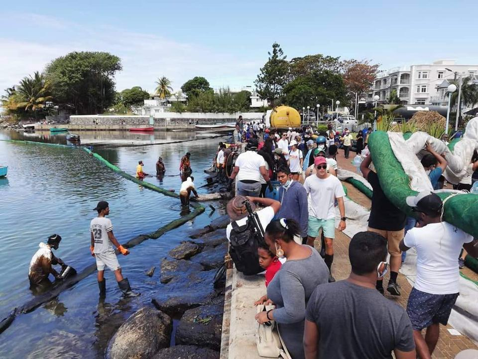 8 Aug 2020: The entire region came to Mahebourg waterfront to assist with the oil spill response