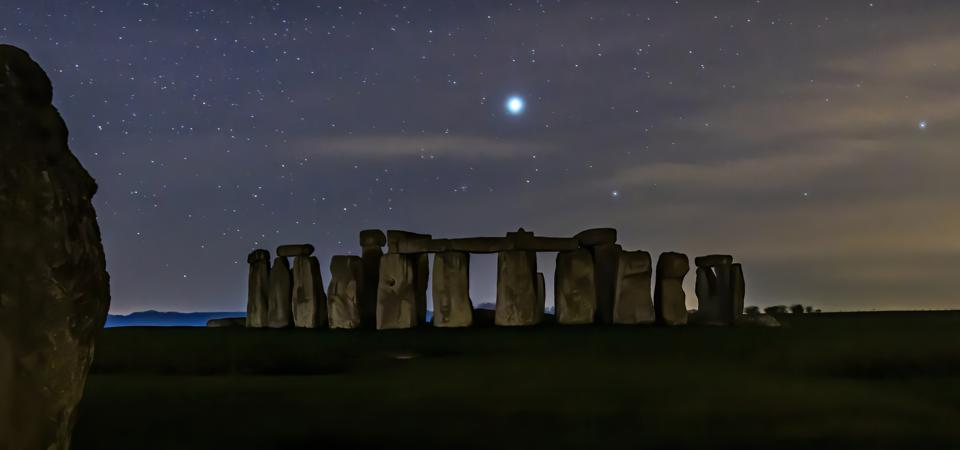 A ″Solstice Star″ will hang over Stonehenge this December Solstice. The winter solstice signals the rebirth of the Sun; it's the longest night of the year, but afterwards the night begin to get shorter, and the days longer.