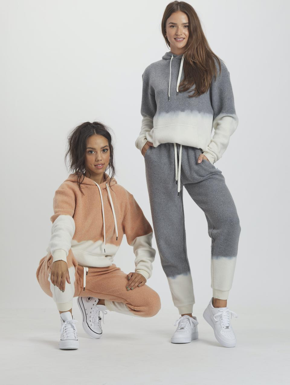 FEAT x Helen Owen BlanketBlend hoodie and jogger set. Made with FEAT's proprietary tri-blend mid weight fabric, it combines the comfort of cotton with the performance features of polyester finished with a rare yarn & ButterWash process to create a super soft set. Dip-dye design inspiration by Helen Owen. Available in Spice and Shadow.