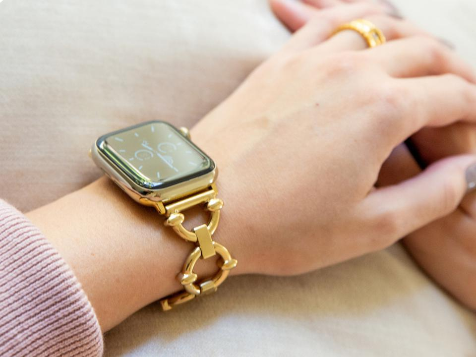Dress up your Apple Watch with the Classic Link Bracelet from Goldenerre