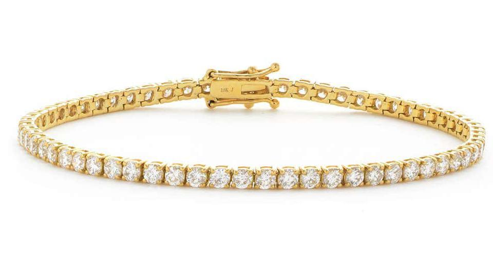Created by Hasbani Diamonds, this elegant diamond tennis bracelet is perfect to add everyday sparkle to your look.