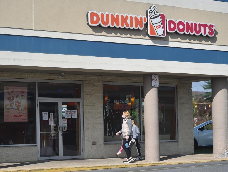 Dunkin' Donuts store in Kingston. Dunkin Donuts / Baskin...