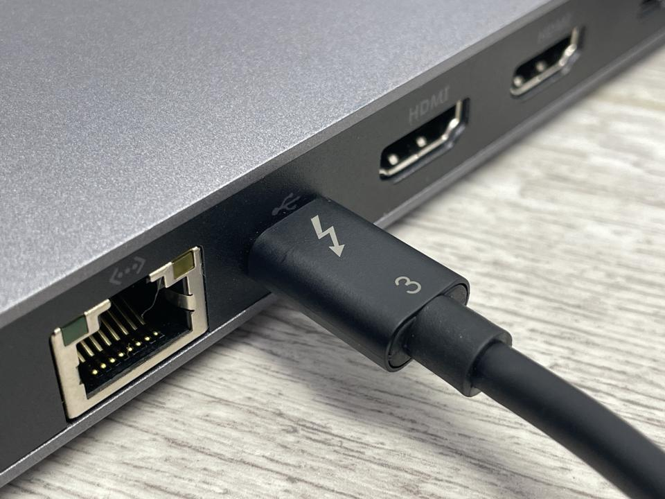 The Corsair TBT100 offers dual HDMI outputs capable of 4K at 60Hz as well as a Gigabit Ethernet port.