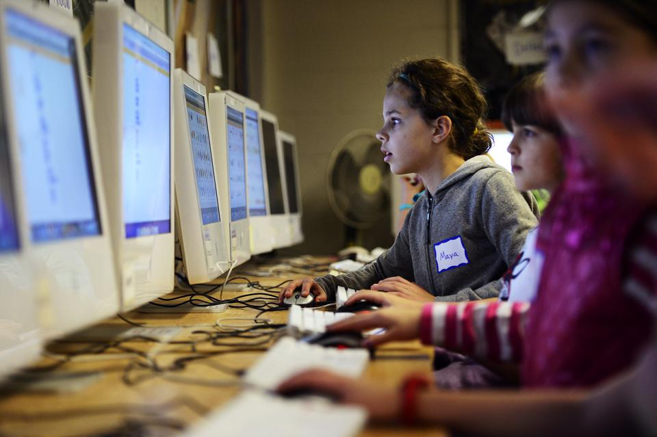 Girls learning to program in MIT's Scratch! language.