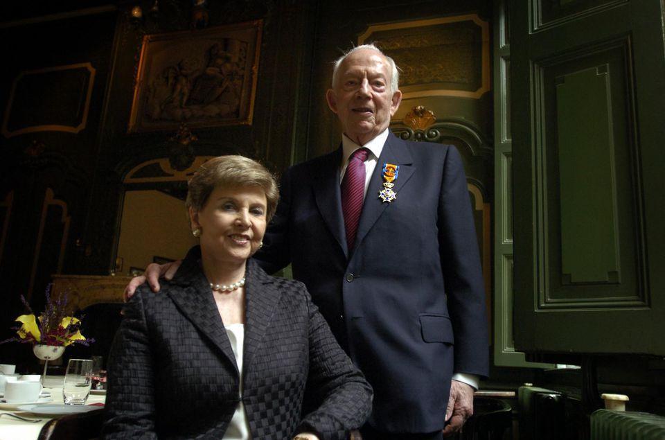 Raymond and Beverly Sackler (credit: Taco van der Eb/Hollandse Hoogte/Redux).