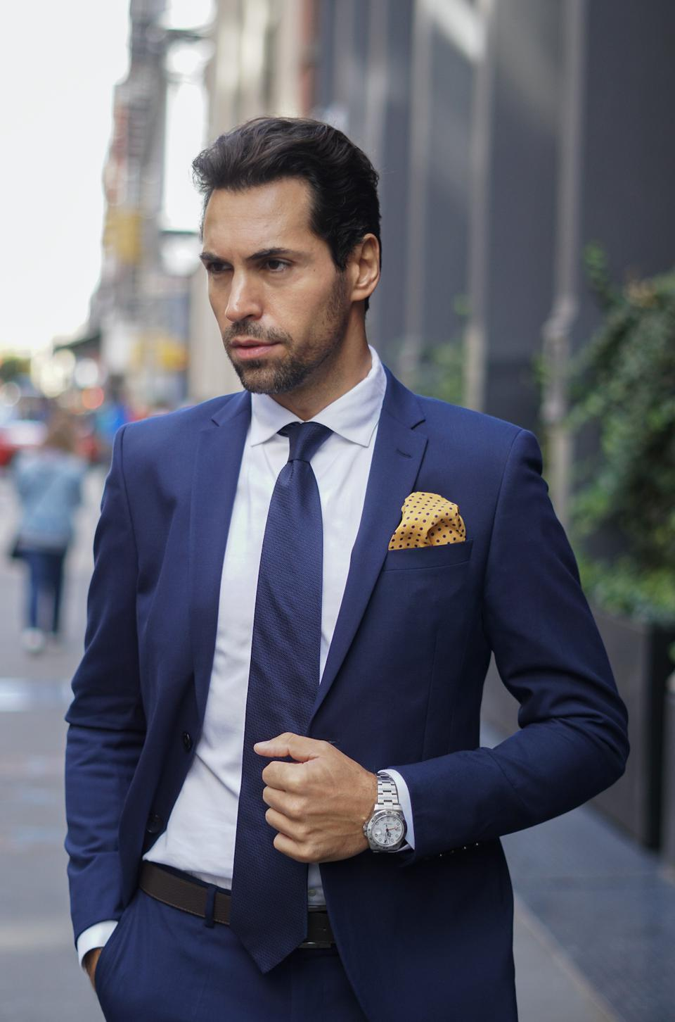 RARE CUT's patented pocket squares always keep their shape, and you can even get rid of wrinkles without an iron.