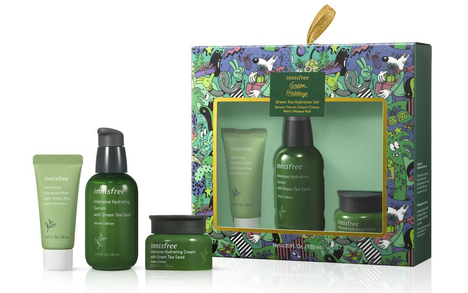 A limited edition holiday set of daily hydration essentials infused with Jeju Green Tea to replenish skin with nourishing moisture and help protect it from environmental stressors. This set includes 1 full-size serum and 2 travel-friendly moisturizer and sleeping mask from our hydrating Green Tea collection.