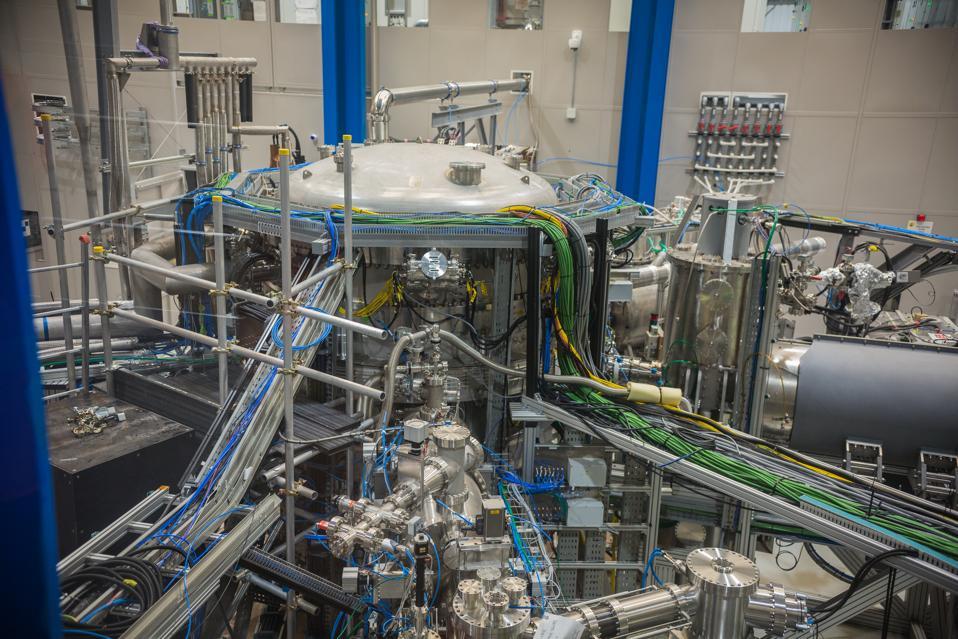 ST40 tokamak fusion device