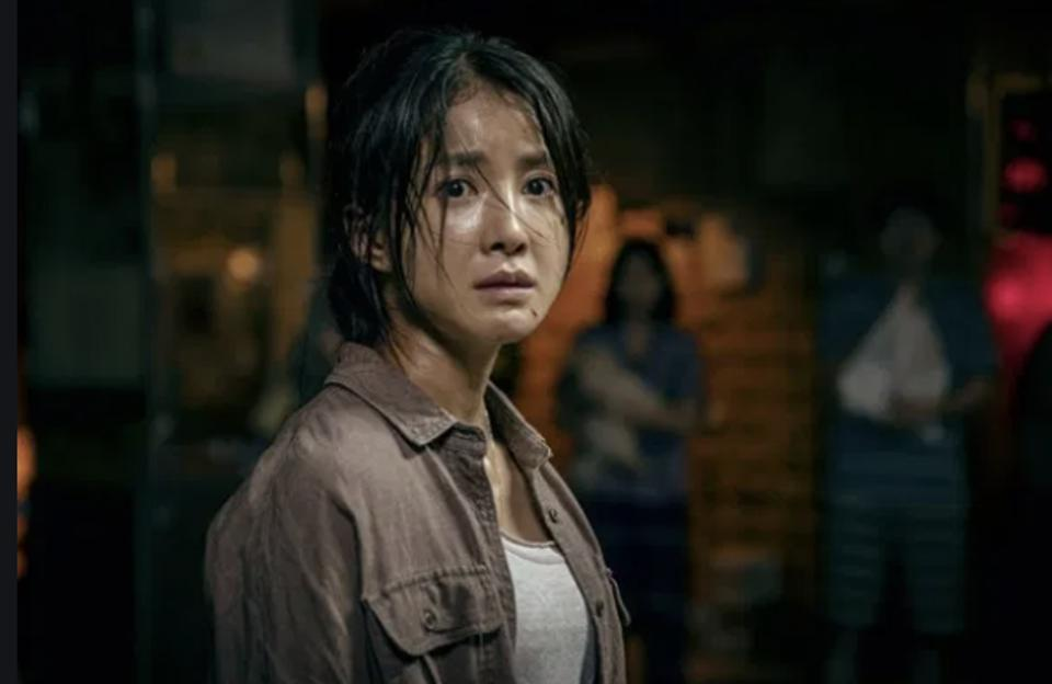 Lee Si-young plays a retired firefighter who fights monsters in 'Sweet Home.'