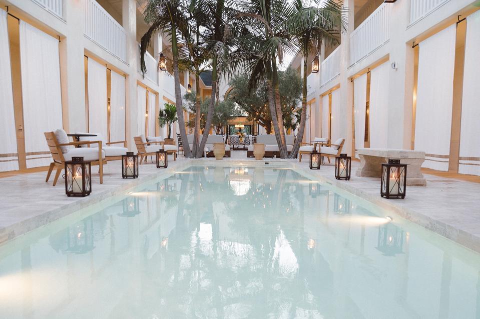 courtyard and pool at Cara Hotel Los Angeles.