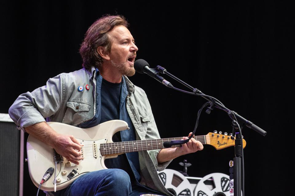 Pearl Jam among musicians rallying around the Georgia runoff elections.